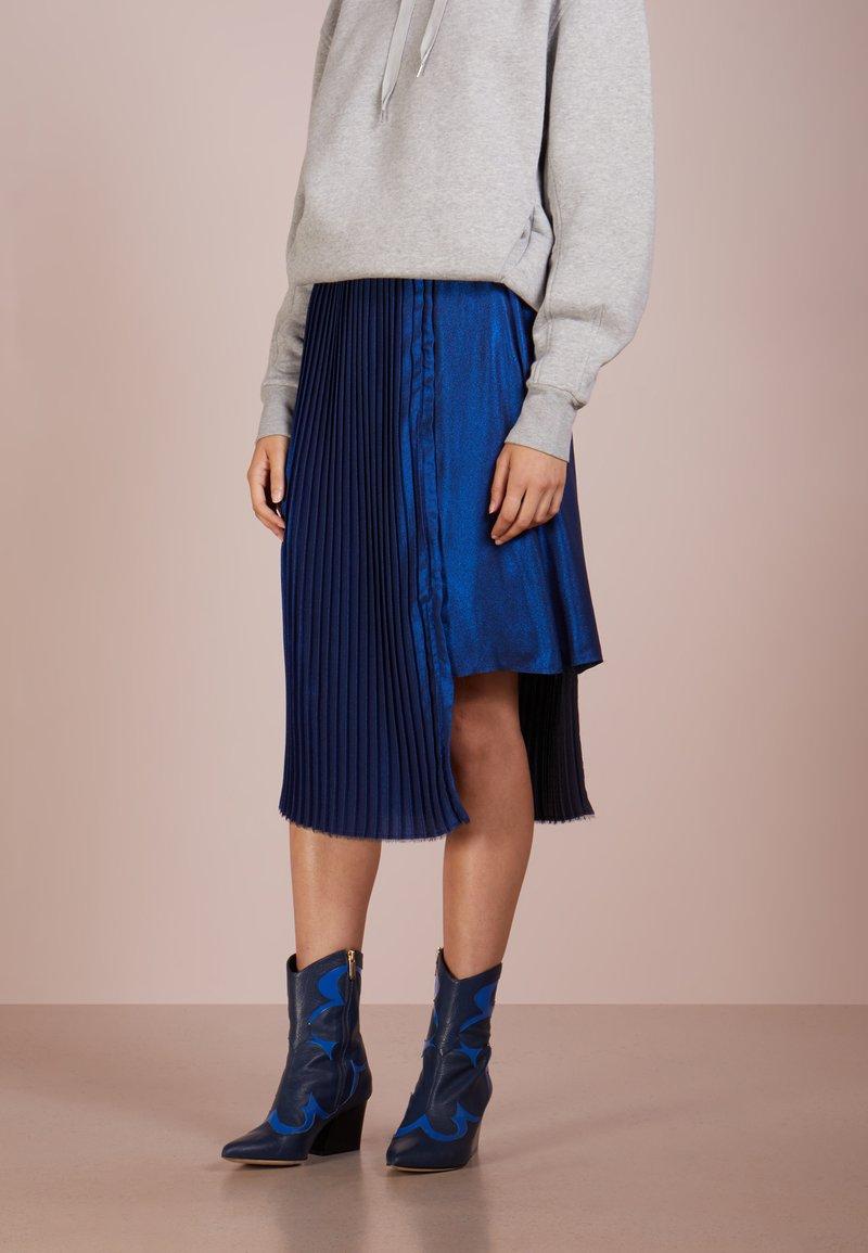Each x Other - PLEATED METALLIC SKIRT - Pliceret nederdel /Nederdele med folder - electric blue