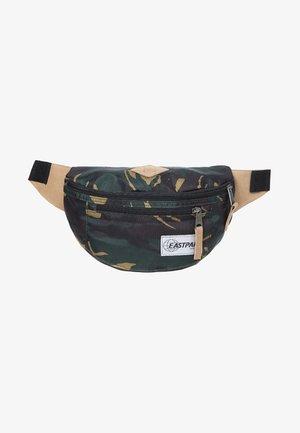 BUNDEL/ INTO THE OUT - Bum bag - into camo