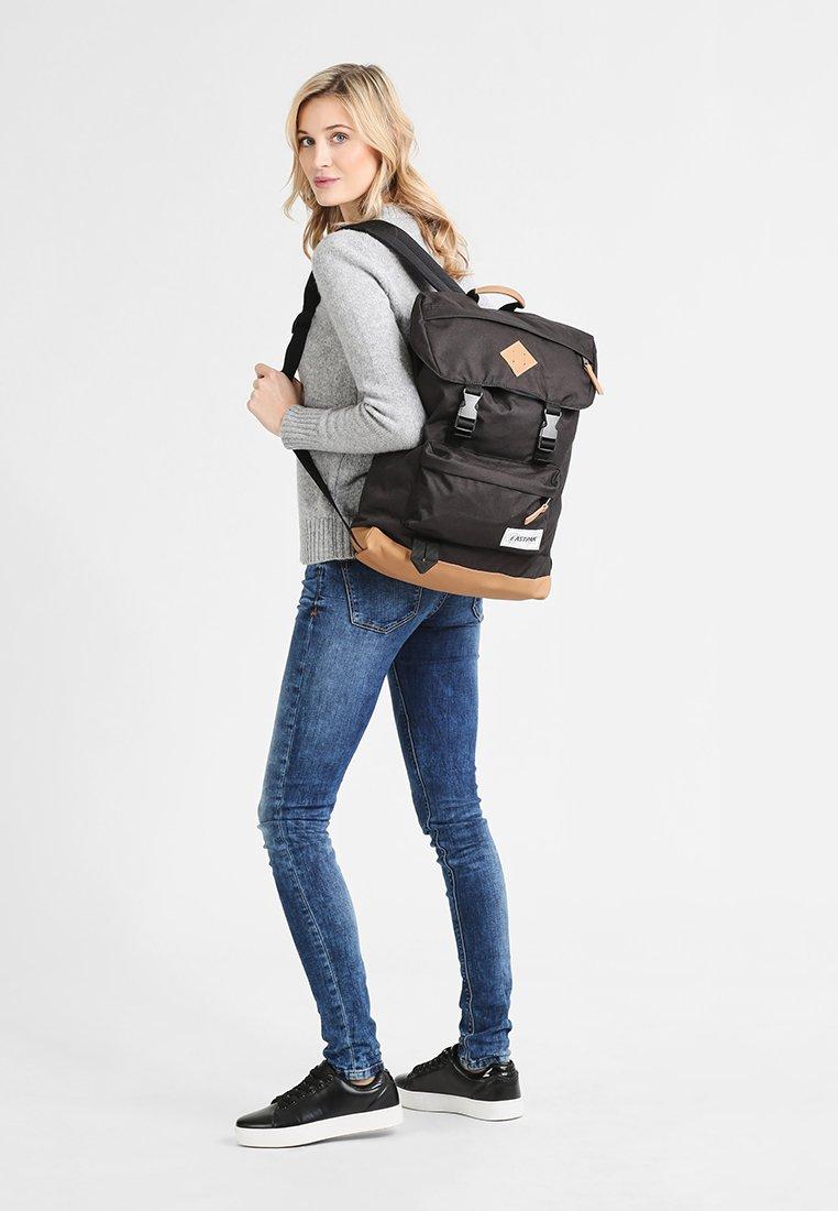 Eastpak - ROWLO/INTO THE OUT  - Plecak - into black