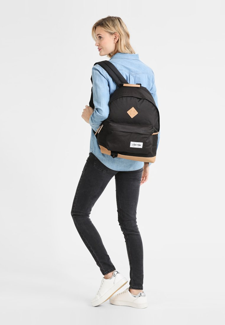 Eastpak - WYOMING/INTO THE OUT - Reppu - into black