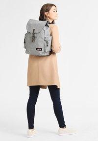 Eastpak - AUSTIN/CORE COLORS - Plecak - sunday grey - 0