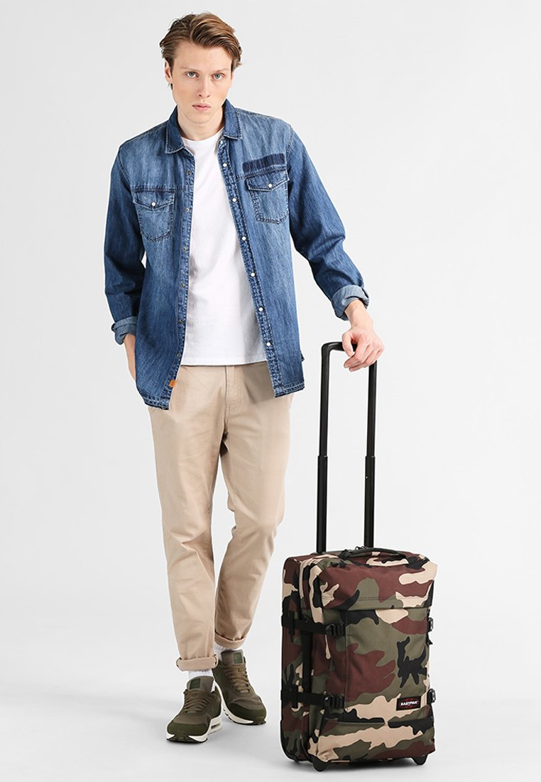 Eastpak - TRANVERZ S CORE COLORS REISEGEPÄCK  - Wheeled suitcase - camo