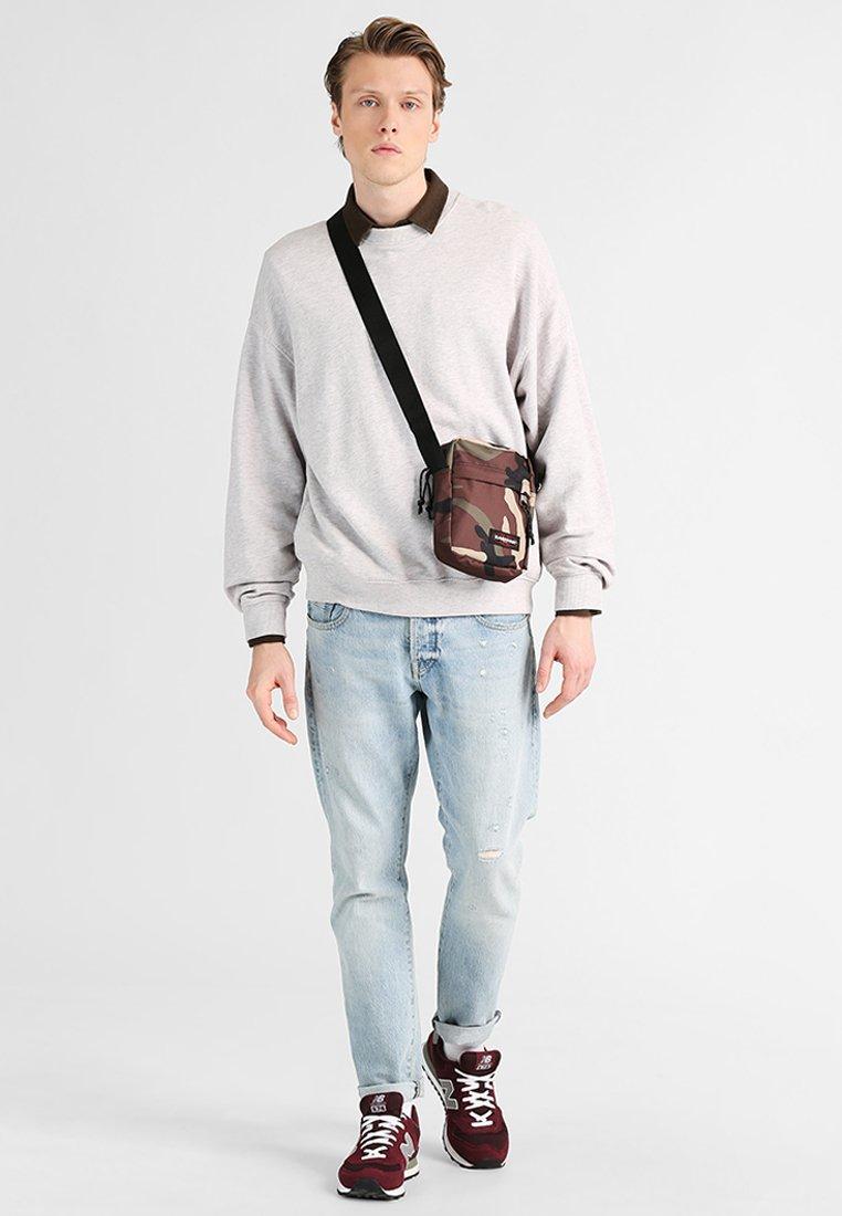 Eastpak - ONE CORE - Across body bag - camo
