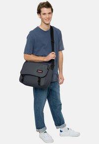 Eastpak - JUNE SIX COLORS/AUTHENTIC - Across body bag - downtown blue - 1