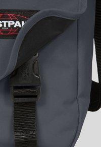 Eastpak - JUNE SIX COLORS/AUTHENTIC - Across body bag - downtown blue - 6