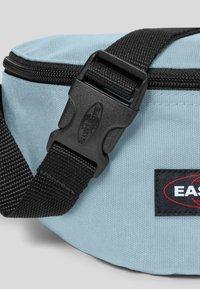 Eastpak - MAY SEASONAL COLORS/AUTHENTIC - Heuptas - sporty blue - 4
