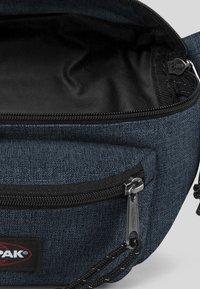 Eastpak - CORE COLORS/AUTHENTIC - Bum bag - dark-blue denim - 4