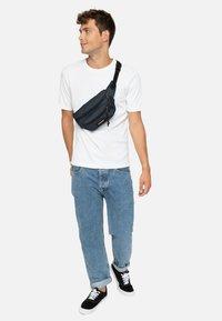Eastpak - CORE COLORS/AUTHENTIC - Bum bag - dark-blue denim - 0