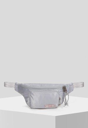PAGE SATINFACTION UMHÄNGETASCHE  - Bum bag - satin silver