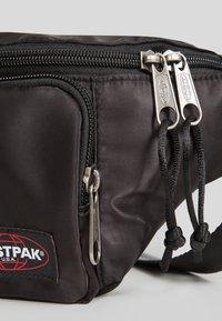 Eastpak - AUTHENTIC/SATINFACTION - Bum bag - satin black - 3