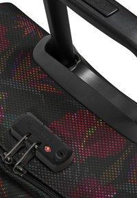 Eastpak - TRANVERZ S FLOW - Valise à roulettes - black - 6