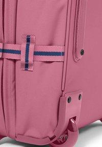 Eastpak - SALTY - Valise à roulettes - pink - 3