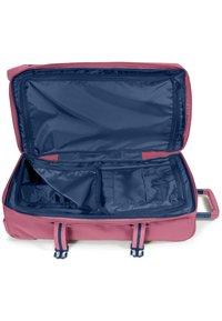 Eastpak - SALTY - Valise à roulettes - pink - 2