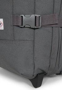 Eastpak - Valise à roulettes - gray - 6