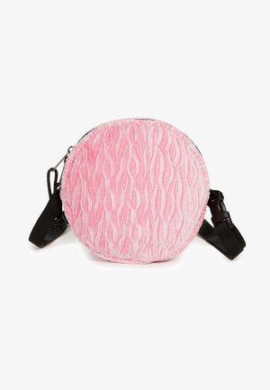 ADA - Across body bag - velvet pink