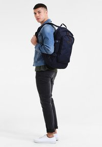 Eastpak - EVANZ CORE SERIES  - Rucksack - mono night - 1