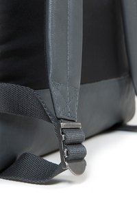 Eastpak - PADDED PAK'R  - Rucksack - steel leather - 4