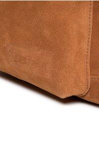 Eastpak - Reppu - ocher/ brown - 6