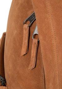 Eastpak - Reppu - ocher/ brown - 5