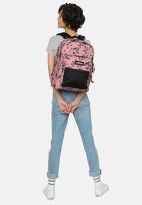 Eastpak - PINNACLE ROMANTIC - Ryggsäck -  pink