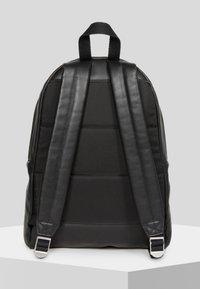 Eastpak - PAK'R  - Sac à dos - black - 2