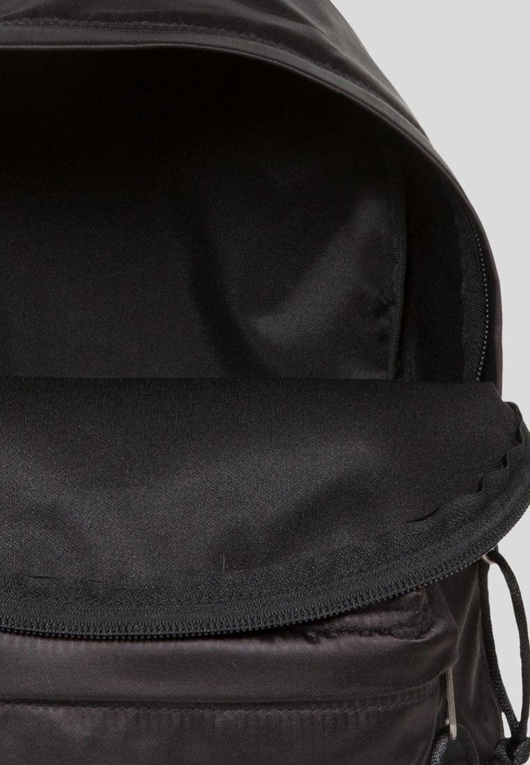Orbit Black Dos SatinfactionSac Eastpak À yI6Ybf7vg