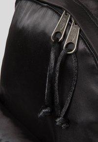 Eastpak - ORBIT SATINFACTION  - Plecak - black - 5