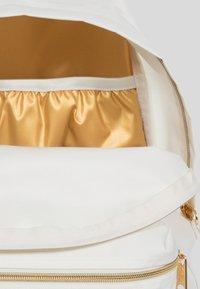 Eastpak - GOLDOUT  - Sac à dos - white - 4