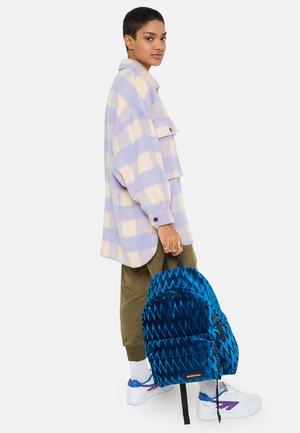 PADDED PAK'R - Reppu - velvet blue