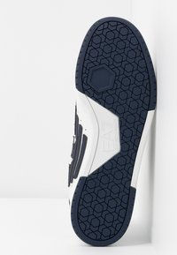 EA7 Emporio Armani - MILLENIUM - Sneakers laag - white - 6