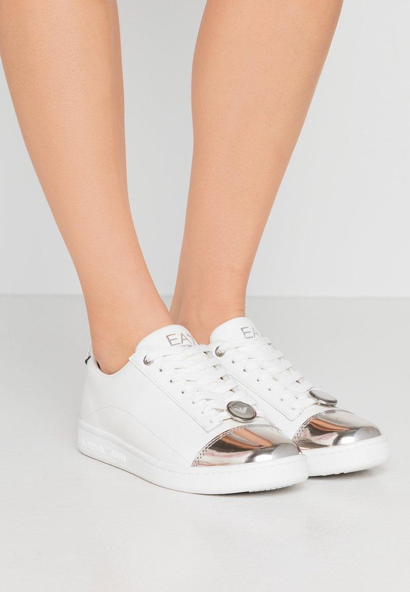 EA7 Emporio Armani - PLEXY PATCH - Sneakers laag - white