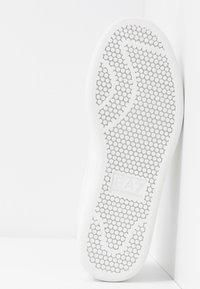 EA7 Emporio Armani - PLEXY PATCH - Sneakers laag - white - 6