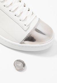 EA7 Emporio Armani - PLEXY PATCH - Sneakers laag - white - 7