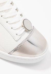 EA7 Emporio Armani - PLEXY PATCH - Sneakers laag - white - 2