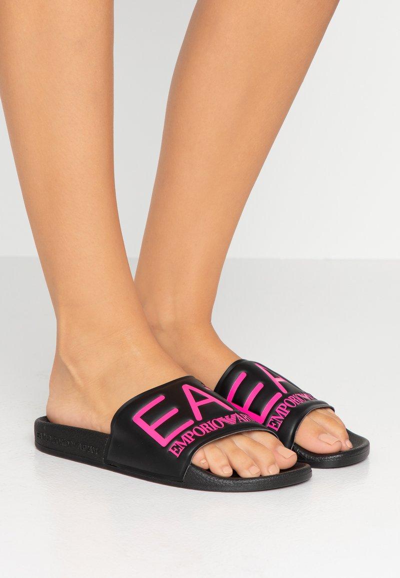EA7 Emporio Armani - NEON - Pantolette flach - black / neon pink