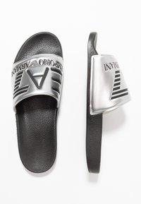 EA7 Emporio Armani - Klapki - shiny silver/black - 1