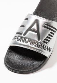 EA7 Emporio Armani - Klapki - shiny silver/black - 5