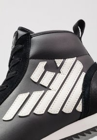 EA7 Emporio Armani - Höga sneakers - black - 5