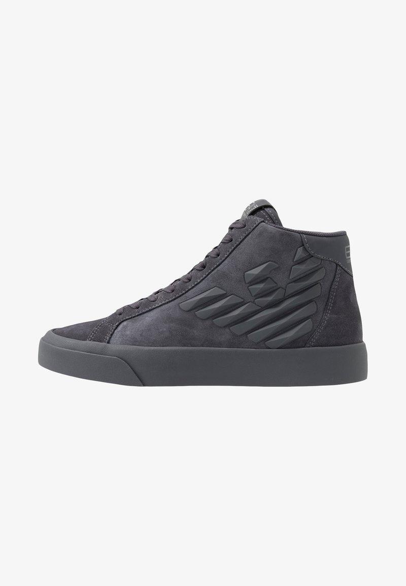 EA7 Emporio Armani - Höga sneakers - asphalt