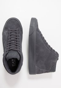 EA7 Emporio Armani - Höga sneakers - asphalt - 1