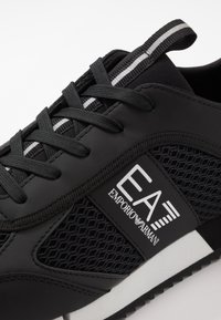 EA7 Emporio Armani - Matalavartiset tennarit - black/white - 5