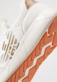 EA7 Emporio Armani - Baskets basses - white - 5