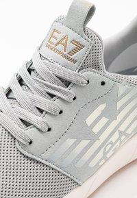 EA7 Emporio Armani - Baskets basses - grey - 5