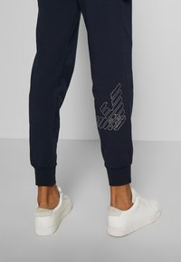 EA7 Emporio Armani - TROUSER - Trainingsbroek - navy - 3