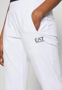 EA7 Emporio Armani - TROUSER - Joggebukse - white/navy - 5