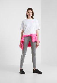 EA7 Emporio Armani - NATURAL VENTUS - T-shirt print - white / neon pink - 1