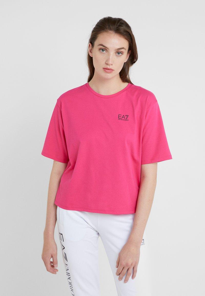 EA7 Emporio Armani - NATURAL VENTUS - T-shirt med print - neon pink / black