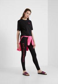 EA7 Emporio Armani - NATURAL VENTUS - T-shirt print - black / neon pink - 1
