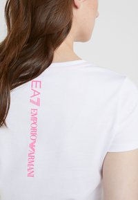 EA7 Emporio Armani - NATURAL VENTUS - Print T-shirt - white / neon pink - 6