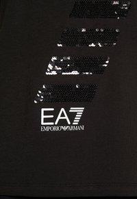 EA7 Emporio Armani - T-shirt con stampa - black - 5